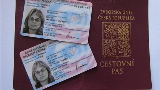občanský průkaz a cestovní  pas.jpeg