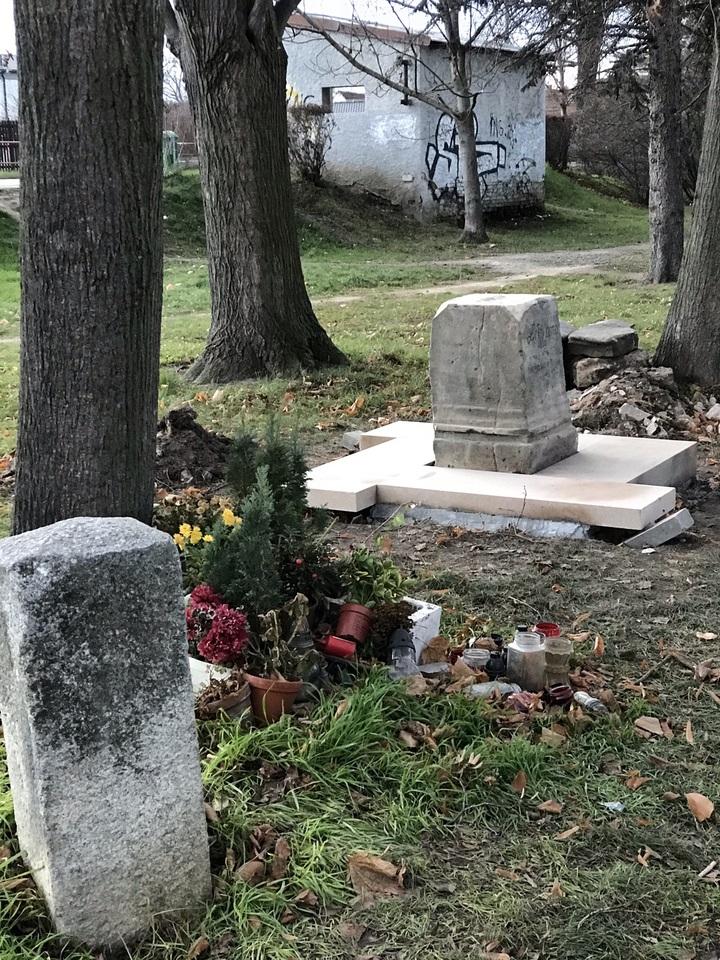 křížek Blatov renovace 1.JPEG