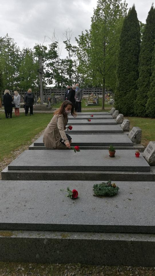 hřbitov_hroby.jpg