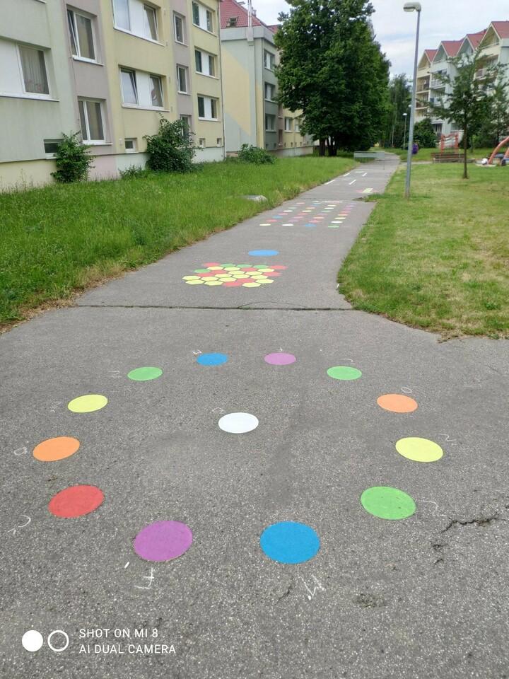 Hry na chodníku_3.jpg