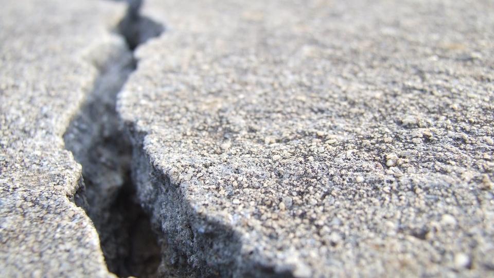 crack-3364707_1280.jpg