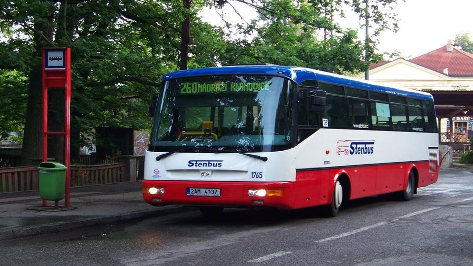 Nádraží_Klánovice,_autobus_linky_260,_Stenbus2.jpg