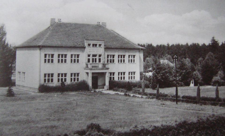 Masarykova obecna skola 1946.JPG