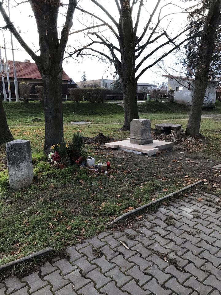 křížek Blatov renovace 2.JPEG